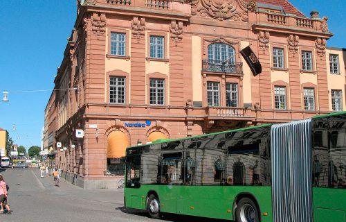 Buss på torg i Uppsala CC